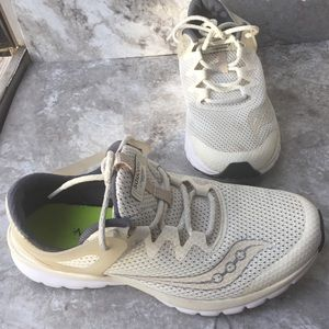 Saucony Women's Prowess Sneaker Liteform series